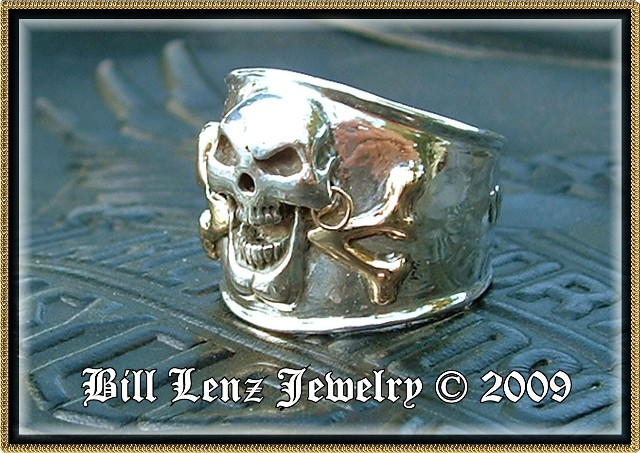 14 KY Gold Crossbones on Scallywag Ring